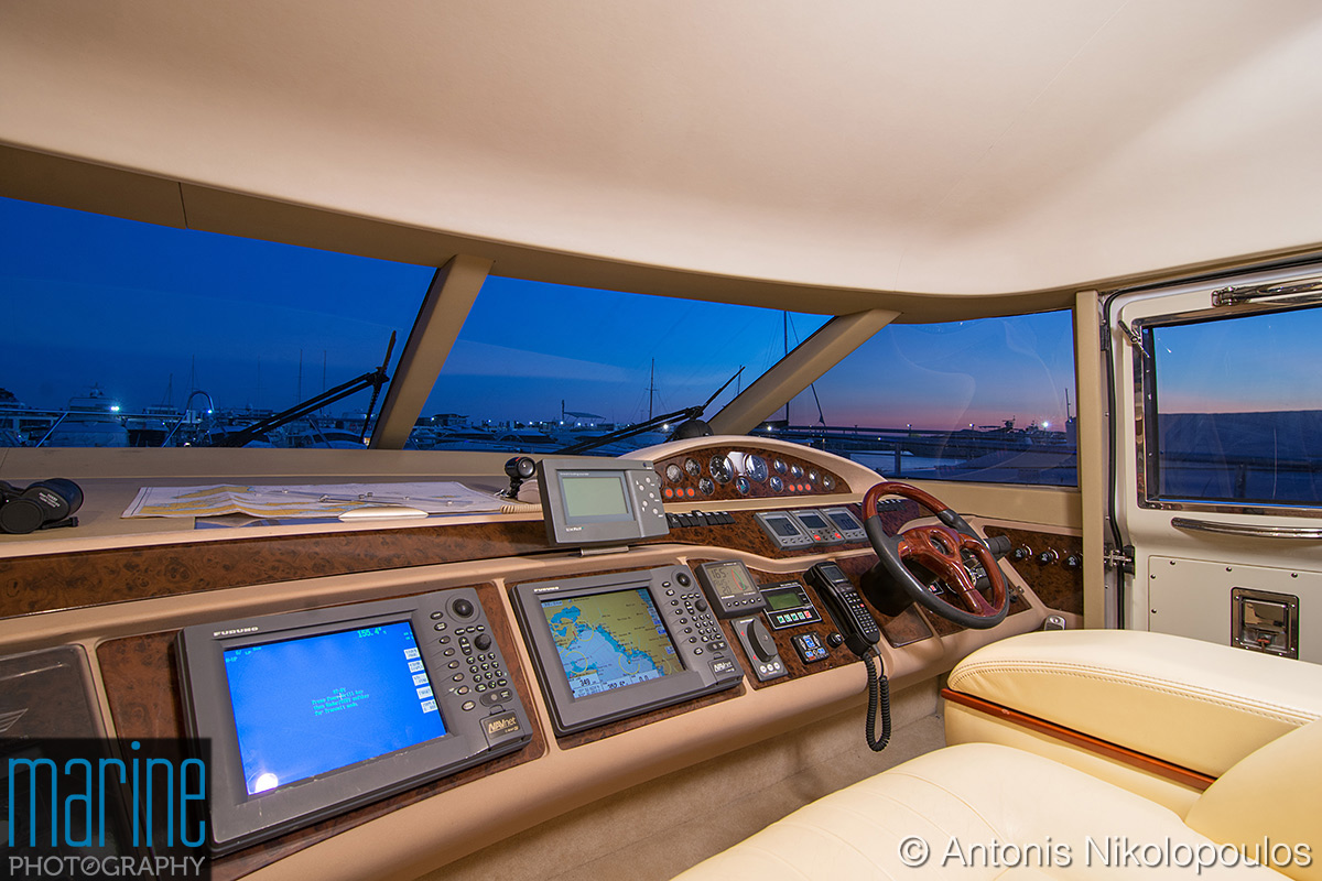 luxury_yacht_bridge_417_2861