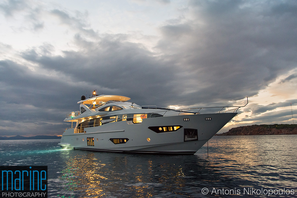 Azimut 30 metri luxury yacht night shot